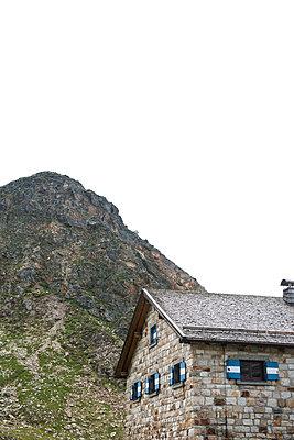 Steinhaus in den Alpen - p533m1496793 von Böhm Monika