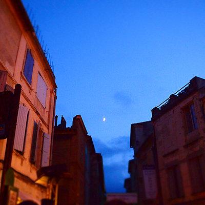 Summer night in Arles - p9270001 by Florence Delahaye