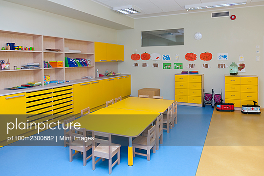 Modern day care nursery or pre-school kindergarten school, spacious interiors, classroom - p1100m2300882 by Mint Images