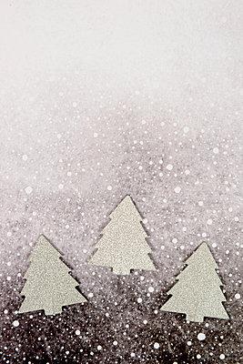 Drei silberne Weihnachtsbäume - p451m2141471 von Anja Weber-Decker