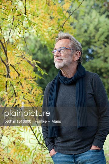 Im Herbst - p981m1516600 von Franke + Mans