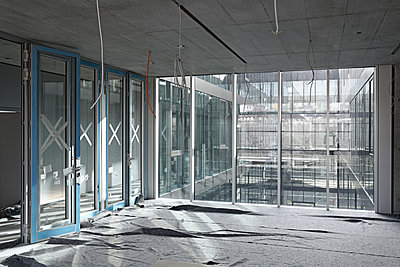 Construction site with glass and facing concrete - p1292m1134702 by Niels Schubert
