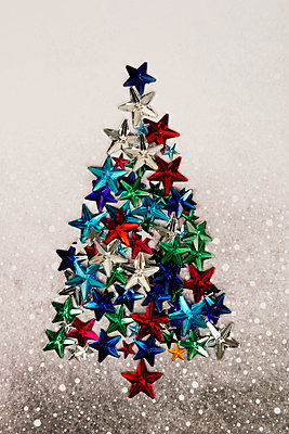 Christmas tree made of glitter stars - p451m2133719 by Anja Weber-Decker