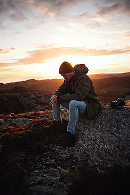 Hiker takes a break in the highlands - p1477m2038909 by rainandsalt