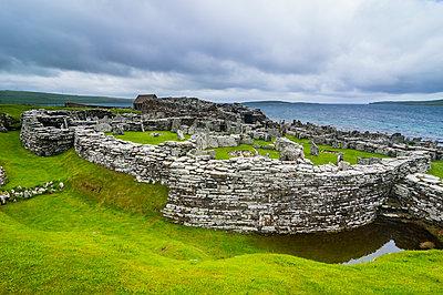 Iron age build Broch of Gurness, Orkney Islands, United Kingdom - p300m2081192 von Michael Runkel