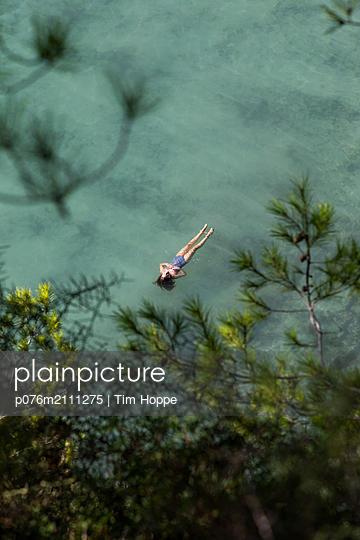 p076m2111275 by Tim Hoppe