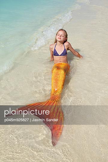 Glückliche Meerjungfrau - p045m925827 von Jasmin Sander