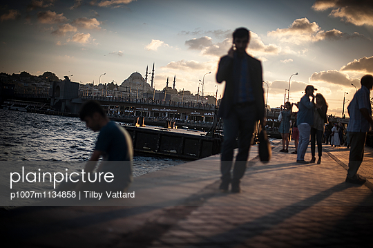 People along the Bosphorus with mosque at the background - p1007m1134858 by Tilby Vattard