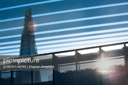 Shard Building - p1057m1146763 von Stephen Shepherd