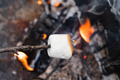 Close up of Marshmallow on stick roasting over fireÊ - p1427m2174030 by Jamie Grill