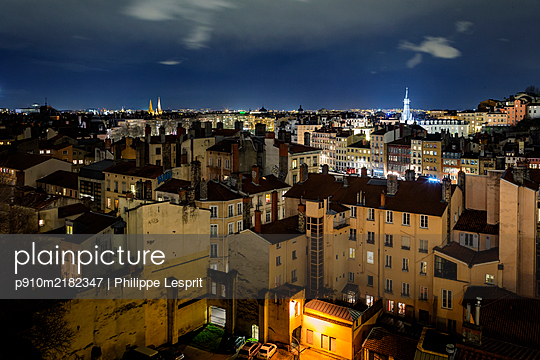 France, Lyon at night - p910m2182347 by Philippe Lesprit