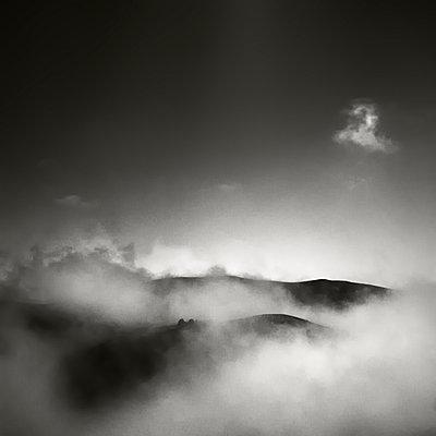 Mountains - p1137m939533 by Yann Grancher