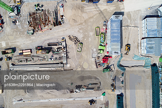A bird's eye view of a construction site - p1638m2291864 by Macingosh