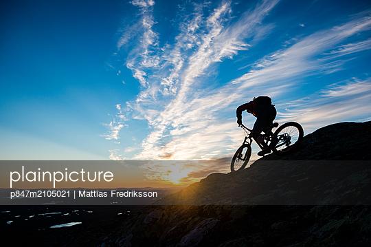 Mountain biking in Åre, Sweden. - p847m2105021 by Mattias Fredriksson