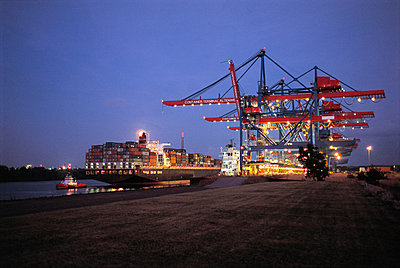 Port of Hamburg in the evening - p1099m882854 by Sabine Vielmo
