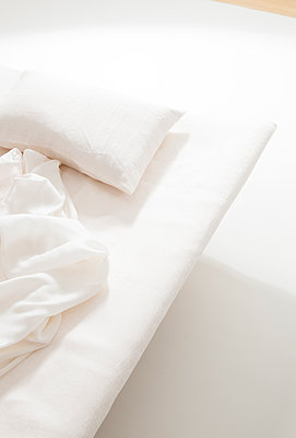 White Bed - p1371m1425307 by virginie perocheau