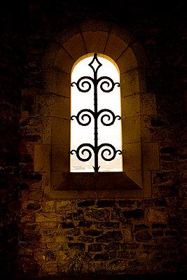 Historisches Klosterfenster - p2481220 von BY