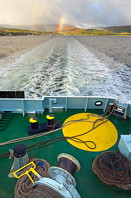 Ship's Wake - p1072m836320 by chinch gryniewicz