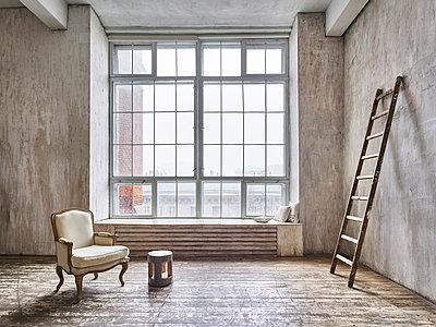 Atelier und Loft in einem Fabrikgebäude - p390m1477084 von Frank Herfort