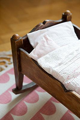 Schlaf, Kindlein, schlaf - p454m1115785 von Lubitz + Dorner