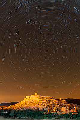 Star trails above The Kasbah Ait-Ben Haddou, UNESCO World Heritage Site, Morocco, North Africa, Africa - p871m2209262 by Ed Rhodes