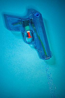 Water gun - p971m2275791 by Reilika Landen