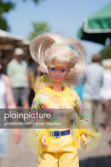 Young doll between people - p1093m891901 by Sven Hagolani