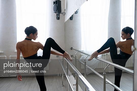 Dancer - p1646m2289345 by Slava Chistyakov