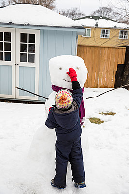 Building a Snowman - p535m1200208 by Michelle Gibson