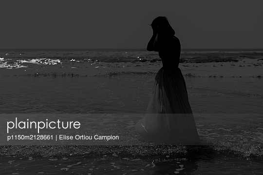 Woman on beach - p1150m2128661 by Elise Ortiou Campion