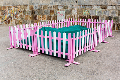 Pink fence - p1177m1516855 by Philip Frowein