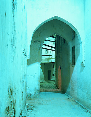 Deserted archway in Medina - p1270m1114326 by Jean-Marc Tingaud