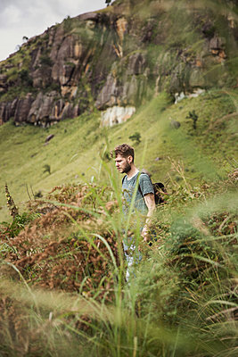 Young man hiking in mountains - p1477m1586670 by rainandsalt