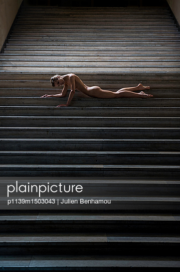 Naked woman lying on stairs - p1139m1503043 by Julien Benhamou