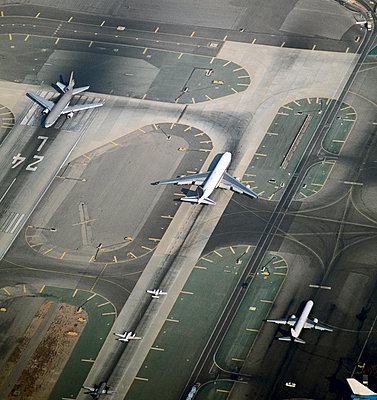 Streak - p1048m811775 by Aviation