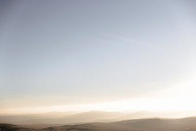 Clear sky, Llyn y Fan Fach, Brecon Beacons, Wales - p429m1014562 by Philippa Langley