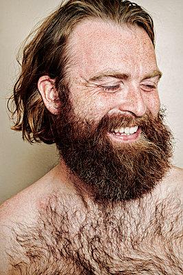 Caucasian man smiling - p555m1306102 by Peathegee Inc