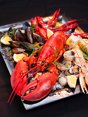 Lobster and mussels on plate - p312m672846 by Jakob Fridholm
