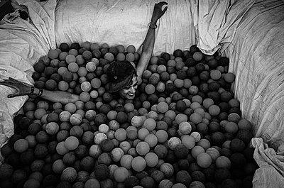 Woman in Ball pool - p1118m2148363 by Tarik Yaici