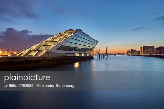 Dockland - p1696m2292998 by Alexander Schönberg