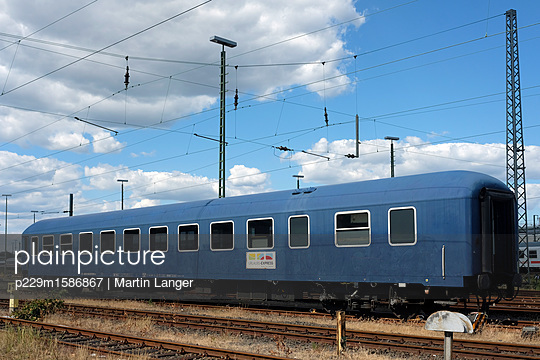 Alter Eisenbahnwaggon - p229m1586867 von Martin Langer