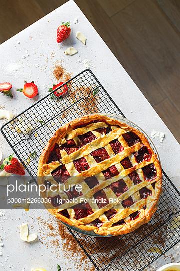 Freshly baked strawberry sweet pie - p300m2266336 by Ignacio Ferrándiz Roig