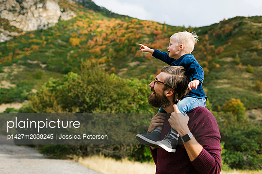 Father giving son piggyback ride - p1427m2038245 by Jessica Peterson