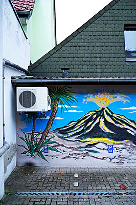 Painting on a wall - p851m777892 by Lohfink