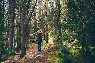 Hiker enjoying forest, Johnston Canyon trail, Banff, Canada - p924m2077969 by Sara Monika