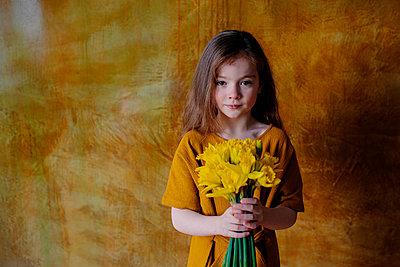 Portrait of little girl with bunch of - p300m2121883 von Oxana Guryanova