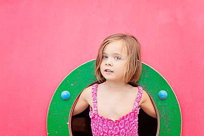 Portrait of toddler girl on playground in summer - p300m2141004 by Xose Casal