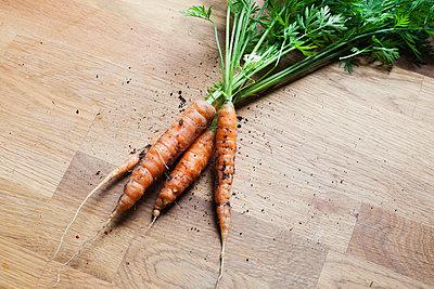 Carrots - p956m748756 by Anna Quinn