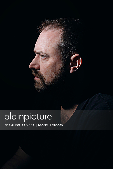 Profile of bearded caucasian man  - p1540m2115771 by Marie Tercafs