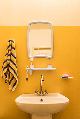 Bathroom - p310m1165881 by Astrid Doerenbruch